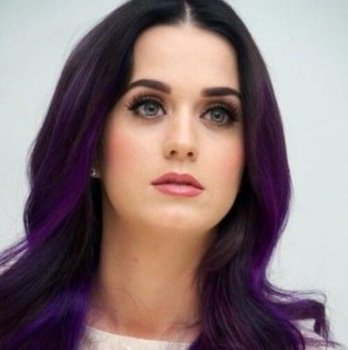Katy Perry Pflaume Haarfarbe