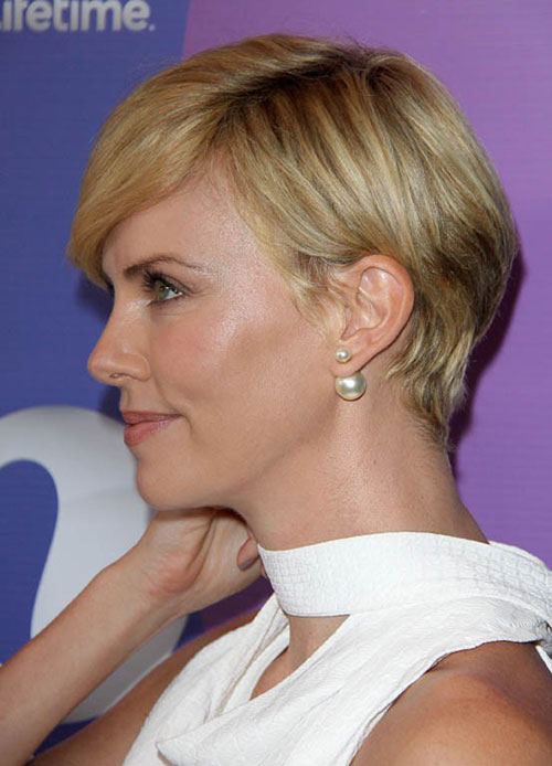 Charlize Theron Blonde Pixie Schnitt