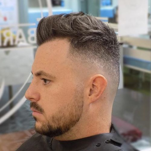 Skin Fade mit Messy Top