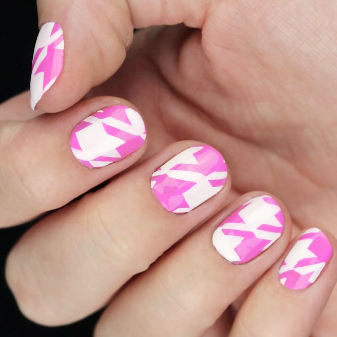 Girly Houndstooth Muster Nägel in Pink #pinknails #whitenails #roundednails #shortnails
