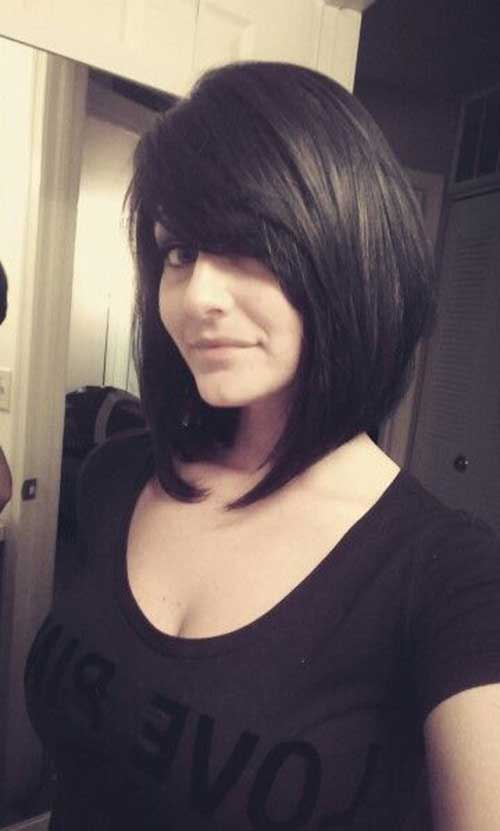Bob Haircut mit Side Swept Bangs