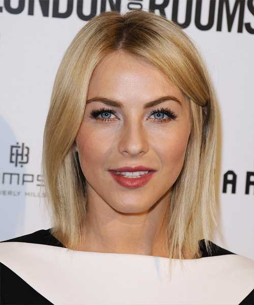 Julianne Hough Kurzes blondes Haar