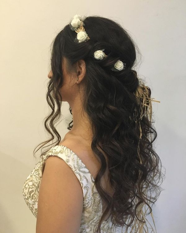 Romantische Locken mit Flower Crown Side