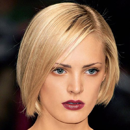 Kurzer blonder Straight Bob