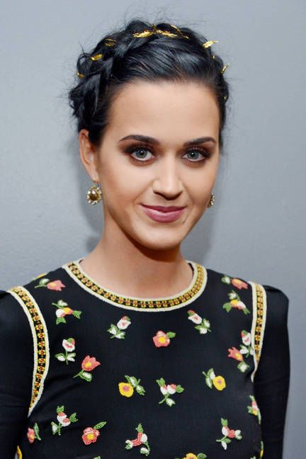 Katy Perry Crown Braid über