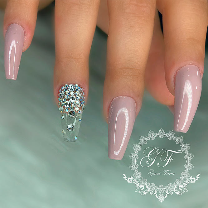 Nails Mit Rhinestone Accent Bild 3