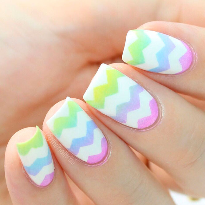 Bright Ombre Chevron Nails Bild 1