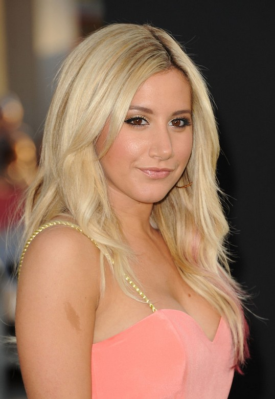 5 verschiedene Ashley Tisdale Frisur
