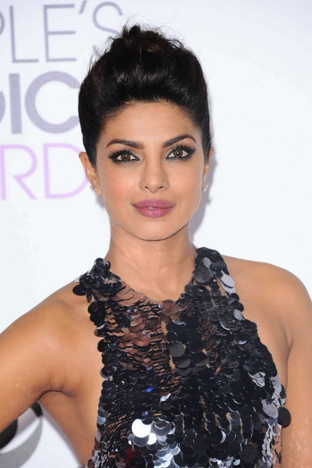 10 mal Priyanka Chopra täte in der Haar-Make-up-Abteilung
