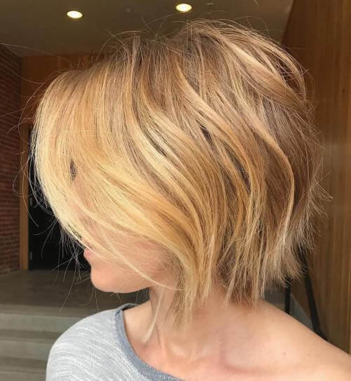 Honig Blonde Layered Bob [19659038] White Blonde gewinkelt Bob und Pony