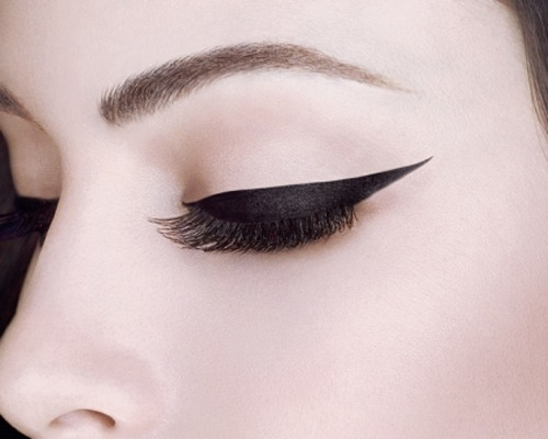 make-look-look-larger-with-eyeliner4